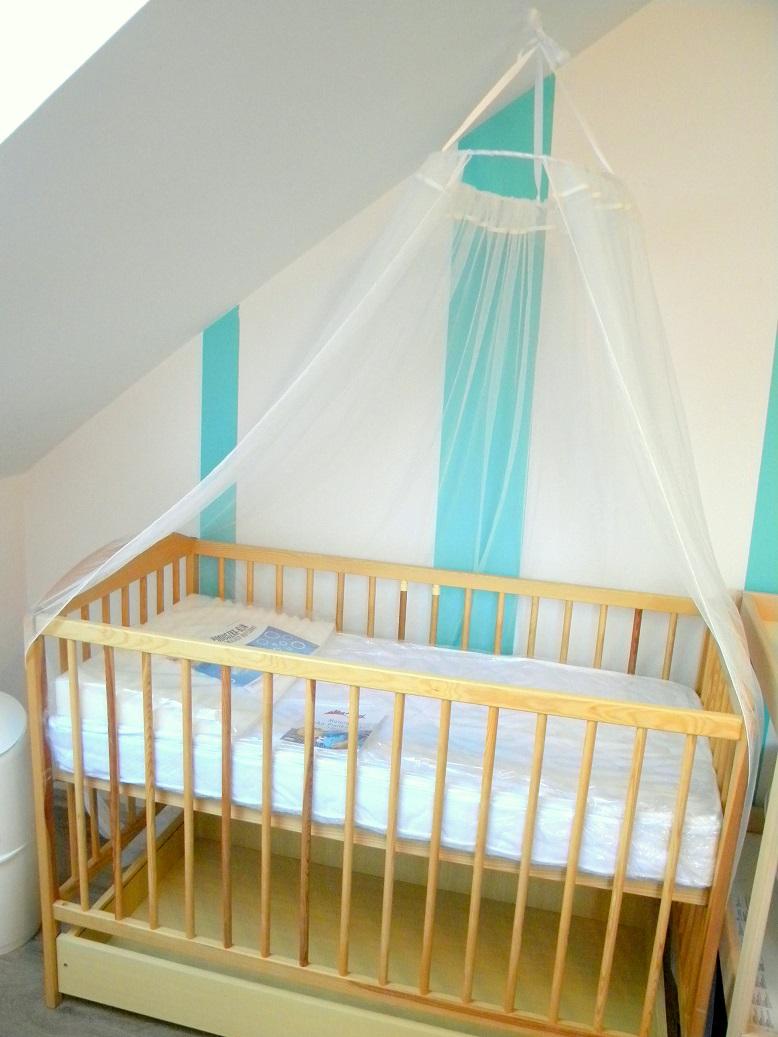 Baldachim nad łóżeczkiem dziecka