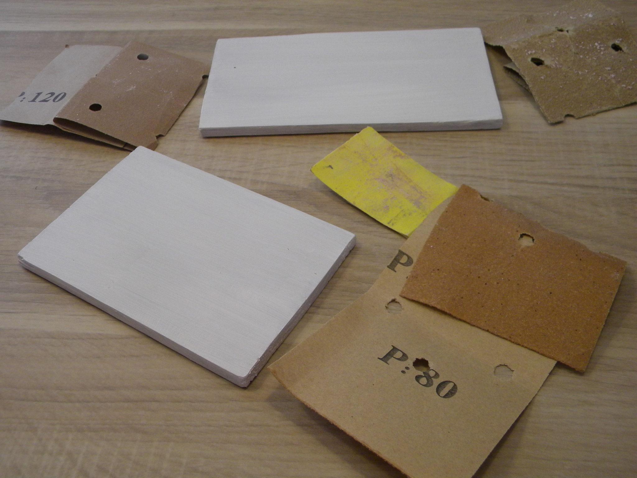 Przetrzyj deskę papierem ściernym